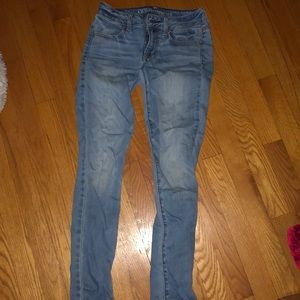American Eagle light washed blue jeans
